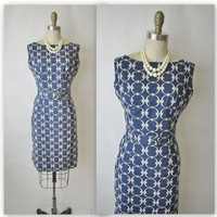 50's Wiggle Dress // Vintage 1950's by TheVintageStudio on Etsy