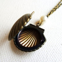 Sea Shell Locket, Nautical Keepsake Necklace in Antique Bronze with Faux Pearl seaside seashore seashell mermaid jewelry