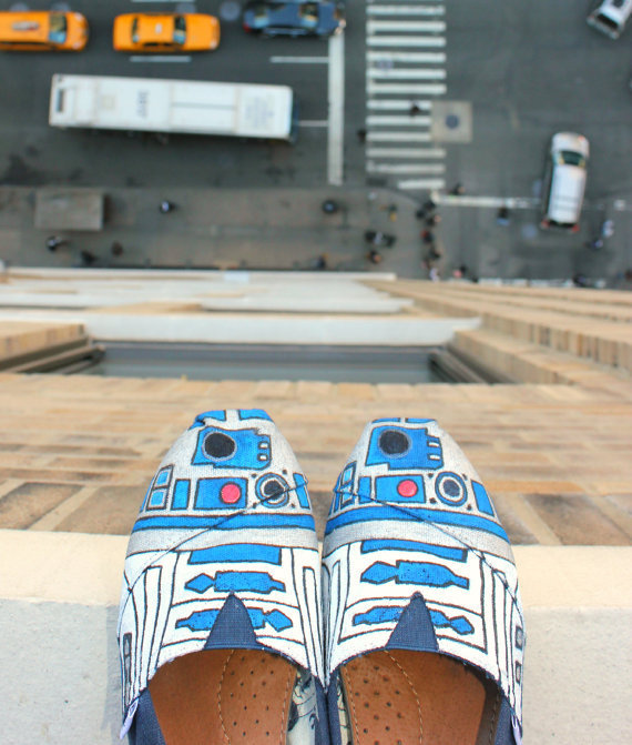 Custom TOMS R2D2 aka R2DShoe Hand Painted & Star by nerdporn