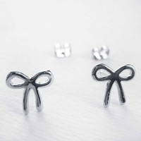 Simple Bow Tie Ribbon Earrings in Silver