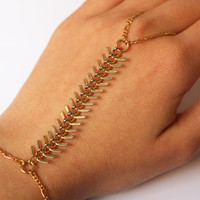 Fish Tail Ring Bracelet - Slave bracelet hand harness hand piece