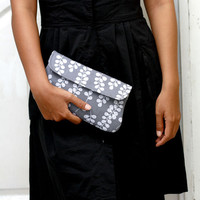 Gray Clutch, Cotton clutch sea kelp in gray