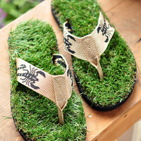 Handmade Cool Grass Slipper from FUNKISS