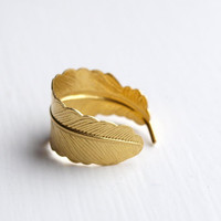 Feather ring by emmaloushop on Etsy