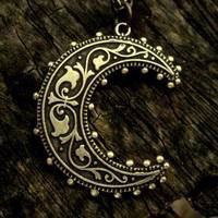 moonnecklace_MED.jpg (JPEG Image, 200 � 200 pixels)