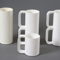 Five Heller MaxMug plastic cups by Massimo Vignelli