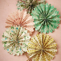 Flora Crinkle Fans (10)