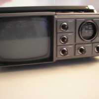1983 Magnavox Portable TV / Radio Combo - Model E60846