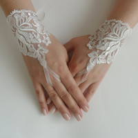 Free Ship, Bridal Glove, ivory, Fingerless Gloves, cuff wedding bride, bridal gloves, ivory,