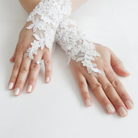 Wedding Gloves, ivory lace gloves, collar, Fingerless Gloves, ivory wedding gown, off cuffs, cuff wedding bride, bridal gloves,