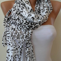 Valentine&#x27;s Day - ON SALE - White and Black Leopard Scarf