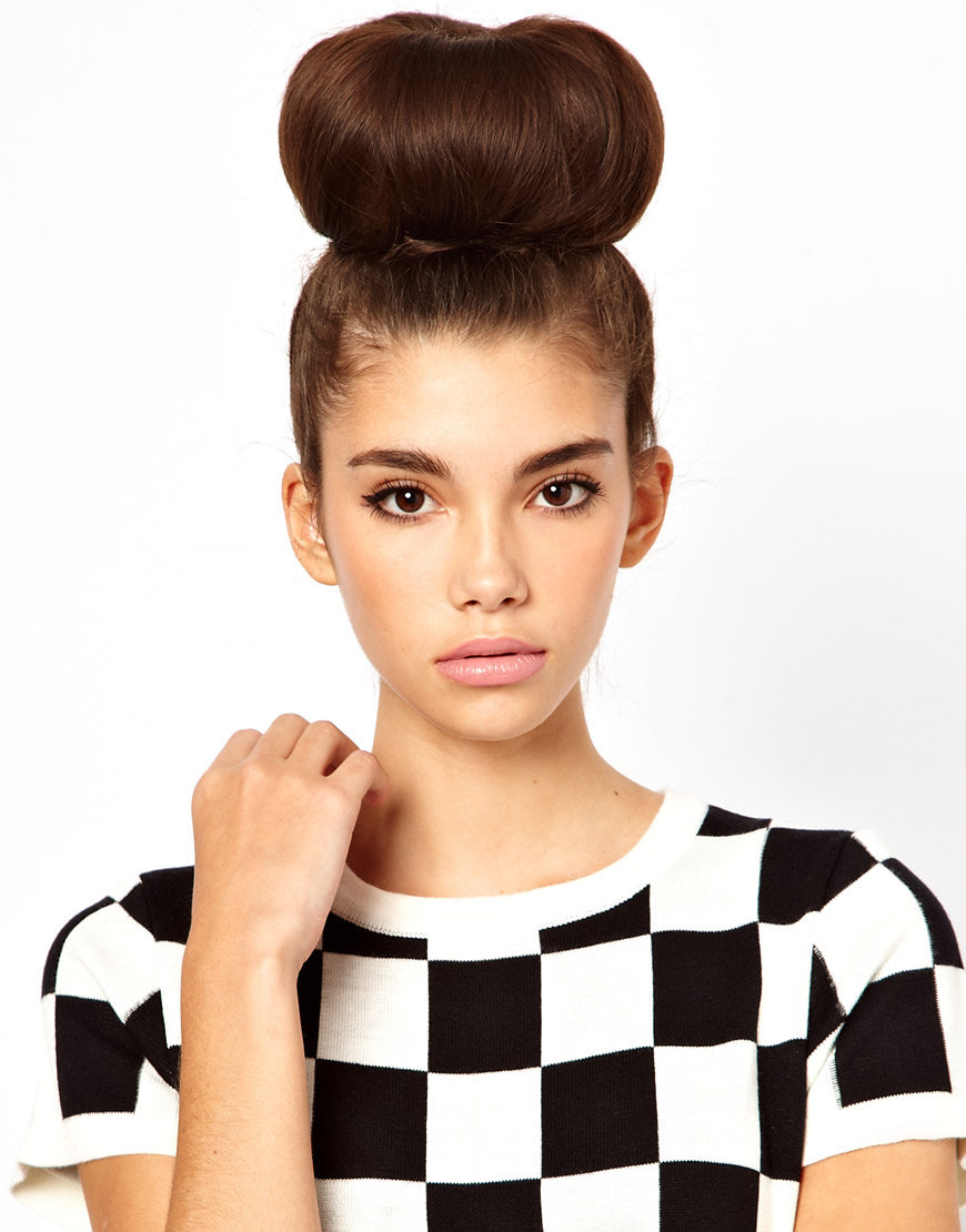 - Create the perfect bun using your own hair with this easy to use brown doughnut. Step by step instructions are displayed on the packaging. - Suitable for mid to long hair.
