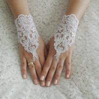 Free shipping, Wedding Gloves, ivory lace gloves, Fingerless Gloves, white wedding gown, off cuffs, cuff wedding bride, bridal gloves,
