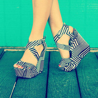 Retro Black&amp;White Wedge | Bellum&amp;Rogue