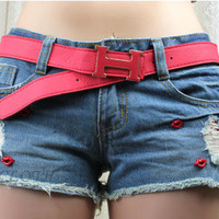 [5753-Size M] Red Lips Pattern with Vintage Denim Shorts