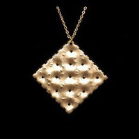 Saltine Cracker Necklace at Curiobot