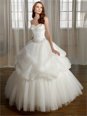 Elegant Strapless Sweetheart Neckline Embroidery Ruffles Organza Ball Gown Wedding Dress WD1035