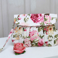 Clutch  - Spring/summer pink and white floral clutch purse, shabby chic roses wristlet