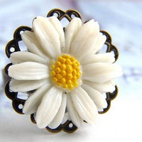Lucky Daisy ring - vintage daisy cabochon antique brass filigree ring