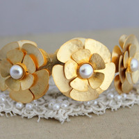 Pearls Floral and Gold Pearl bracelet, bridal jewelry - 14k Gold Plated cuff bracelet with Swarovski pearls.