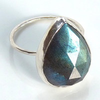 Stunning labradorite ring - sterling silver gemstone ring - rose cut ring - cocktail ring - handmade jewelry