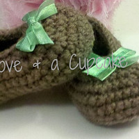 Brown crochet baby booties with green bow Sizes newborn - 12 months