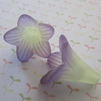 Two Tone Trumpet Flower Green Grape Hand Dyed (2)