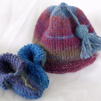 Baby Hat and Booties Set / Gender Neutral / Booties and Hat with Tassel / Preemie or Newborn to 3 Months / Red, Blue, Brown
