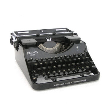 Working typewriter Hermes 1941 black in very good condition new ribbon