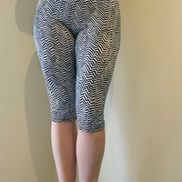 Capri Zig Zag Leggings, Black And White Chevron