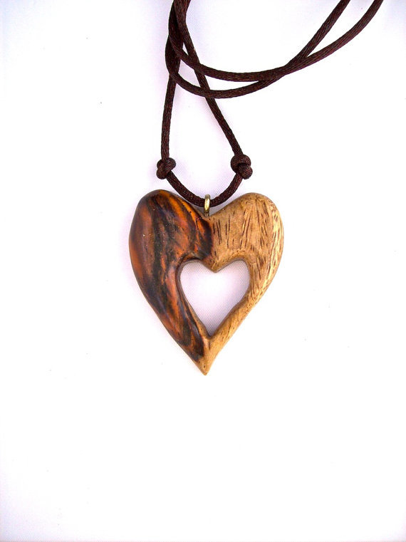 Wooden pendant wood jewelry heart from gatewayalpha for How to carve a wooden ring