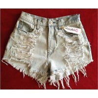 Super Distressed highwaist shorts in regular denim by FatLipBella