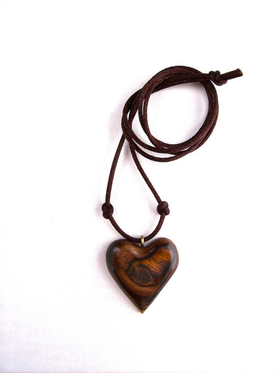 Wooden pendant wood jewelry wood heart from gatewayalpha for How to carve a wooden ring