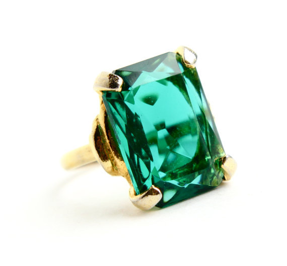 vintage emerald green glass ring from maejean vintage