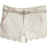The lace fabric shorts collocation
