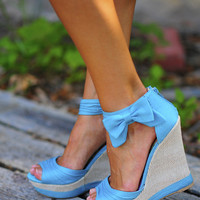 Sass With A Bow Wedge: Turqoise | Hope's