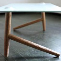 Two Leg Table - Studio Ve