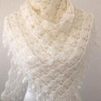 Bridal shawl Wedding Shawl Ivory by Iovelycrochet on Etsy