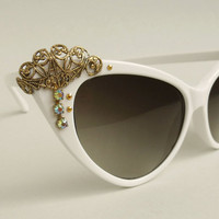 Vintage inspired big White cateye Filigree by helenaaleixoglamour