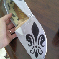 Fleur de Lis Custom TOMS shoes by CatalindaOFFICIAL on Etsy