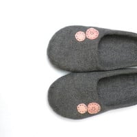 Felted wool slippers Grey and pink  made to order  by AgnesFelt