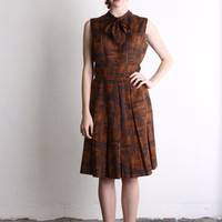 Vintage Dress . 1960s Brown Sleeveless Shirtwaist w. Pussy Bow