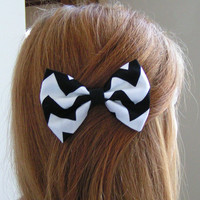 Black and white chevron hair bow, Hair Clips, Hair Barrettes, Fabric Hair Bows, Hair Bows, teens,women