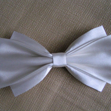 Hair Bow - Large Ivory Satin Hair Bow, Satin Hair Bow, Ivory hair Bow, Hair clip, Bridal Hair Bow, Hair bows for teens
