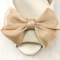 Gift Beige Bow Shoe clips for any occasions by daisyclub on Etsy