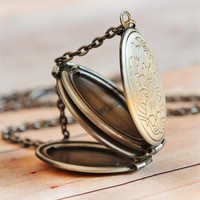 Locket SHIPS TOMORROW Silver Locket Jewelry Gift Antique Locket Graduation Gift Necklace Pendant Limonbijoux