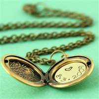 Personalized Floral Locket Necklace - Spiffing Jewelry