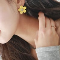 Daisy Earrings | Yotta Kilo