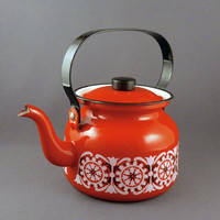 Kaj Franck for Finel teapot in red and white enamel