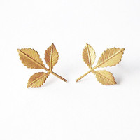 Small Gold Leaf Stud Earrings Tiny Gold Leaf Earrings Gold Leaf Jewelry Gold Bridal Earrings Bridesmaids Earrings Autumn Woodland Weddings